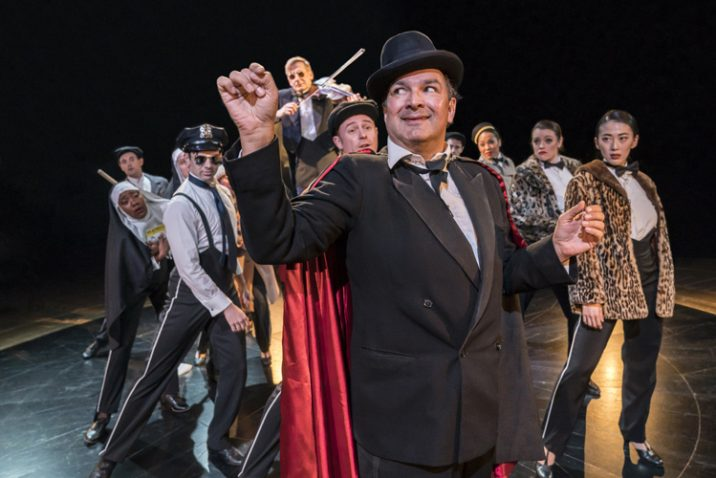 Julius DSilva as Max Bialystock and the Ensemble. Image: Johan Persson