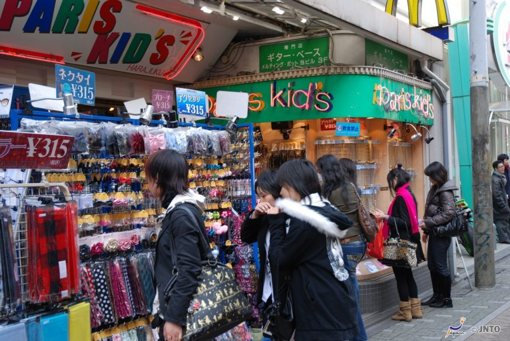 Shopping in Harajuku © JNTO