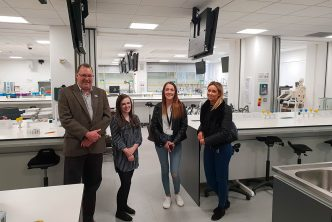 Dr David Pye Scientific Director of Kidscan with representatives from Squires Patten Boggs