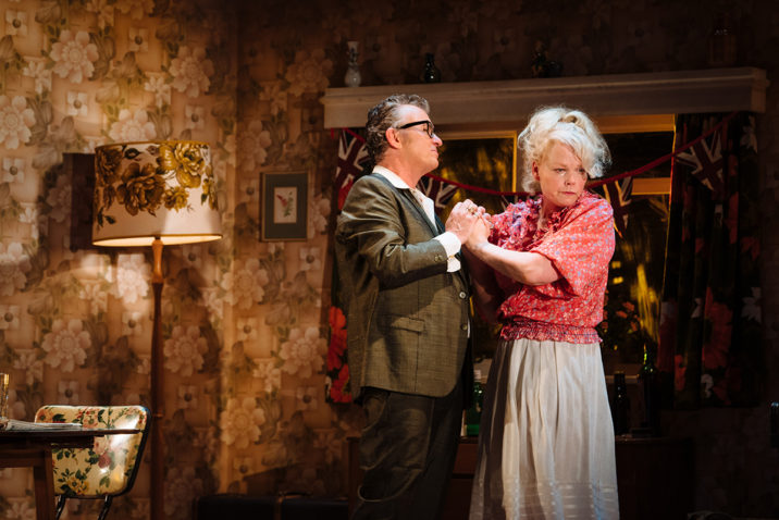 The Entertainer - Shane Richie and Sara Crowe (Archie and Phoebe Rice) Credit: Helen Murray