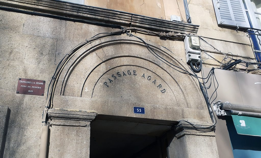 The 'Agard' the walkway leading to the Old  Qld Quarter in Aix-en-Provence
