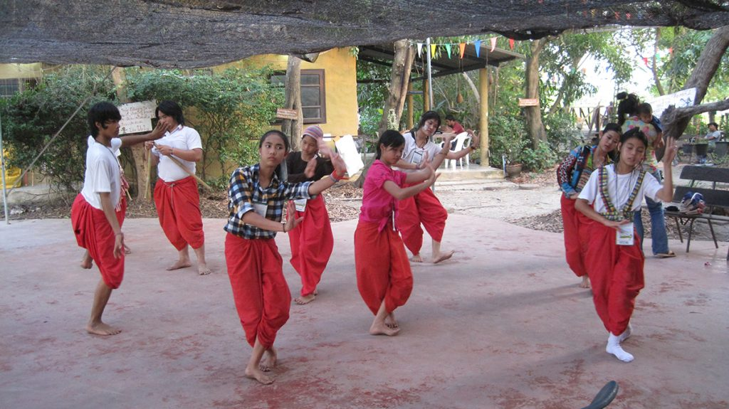 Moradokmai Theatre Community from Thailand: Girls Dancing