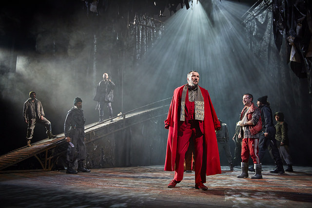 Tom Mannion (Duncan), Joseph Brown (Malcolm) and the cast of the UK and Ireland tour of Macbeth credit BrinkhoffMogenburg