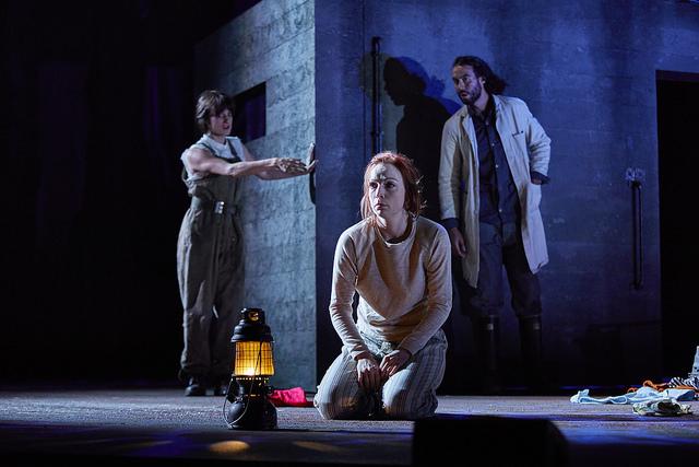 Olivia Sweeney (Gentlewoman), Kirsty Besterman (Lady Macbeth) and Reuben Johnson (Doctor) credit BrinkhoffMogenburg