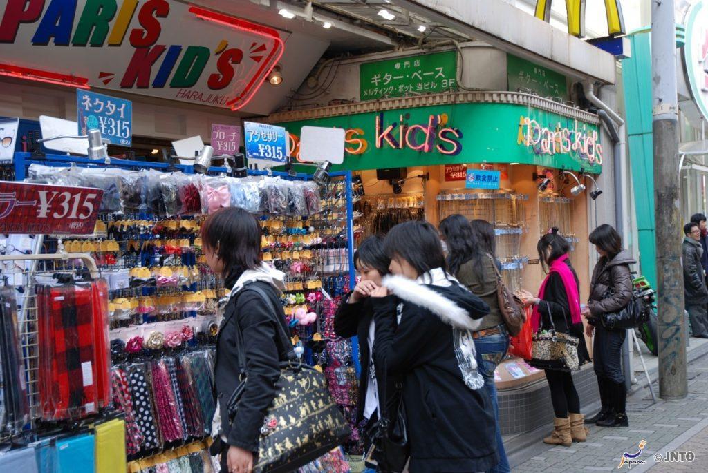 Shopping in Harajuku © JNTO