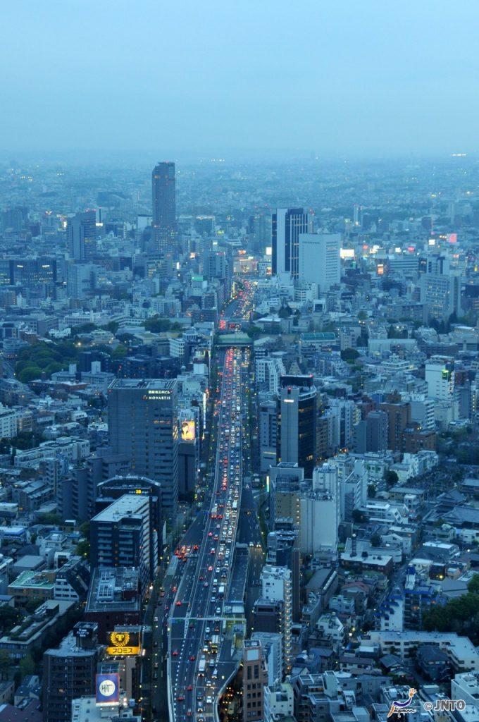 Tokyo at dusk © Y.Shimizu/© JNTO