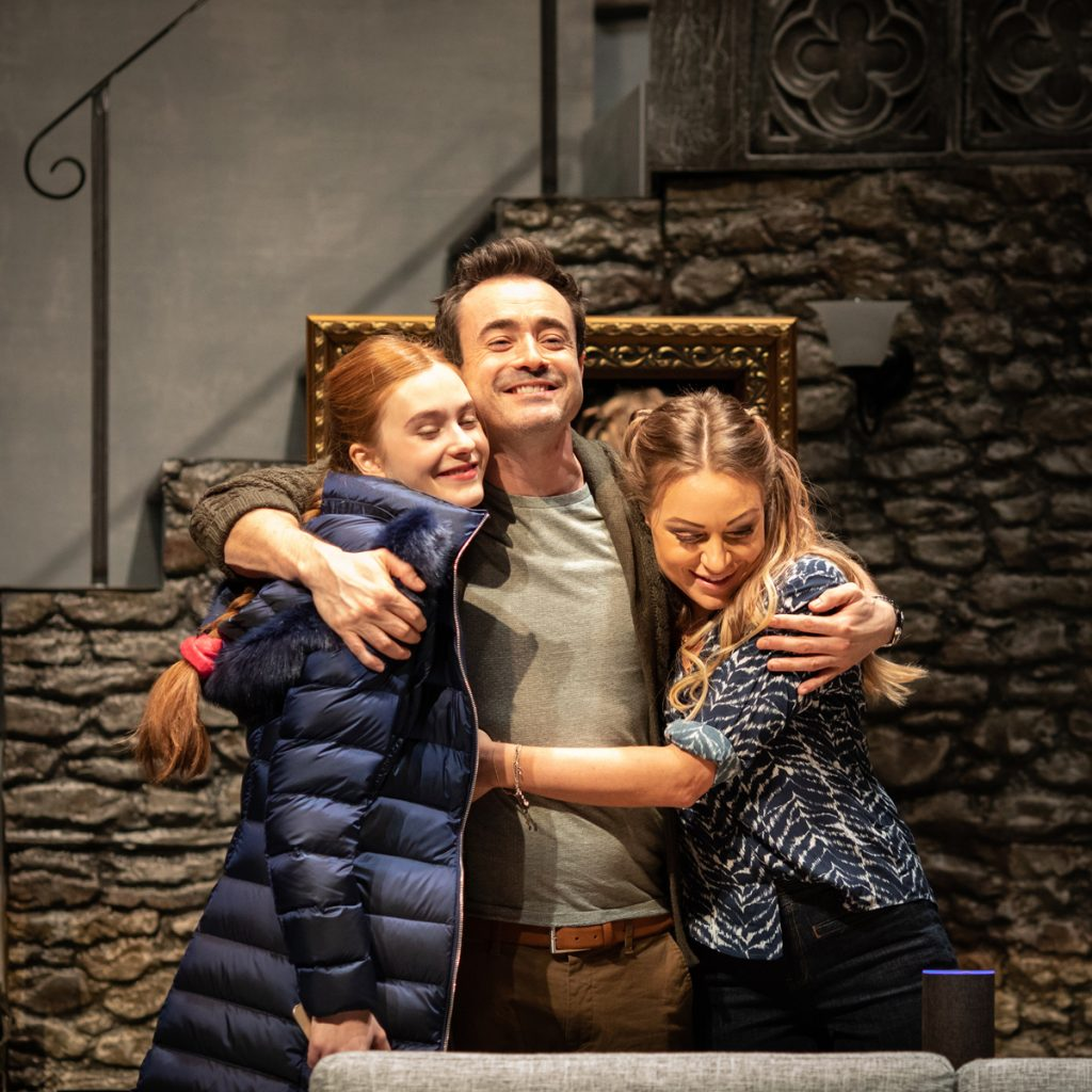 THE HOUSE ON COLD HILL - Persephone Swales-Dawson, Joe McFadden, Rita Simons ©Helen Maybanks