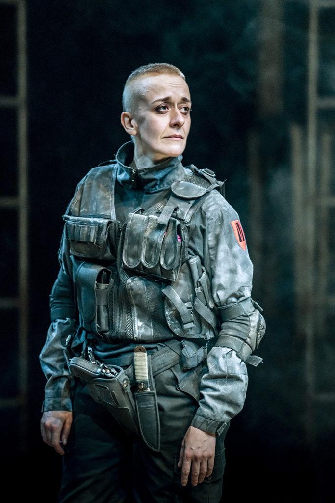 Lucy Ellinson (Macbeth) image Johan Persson