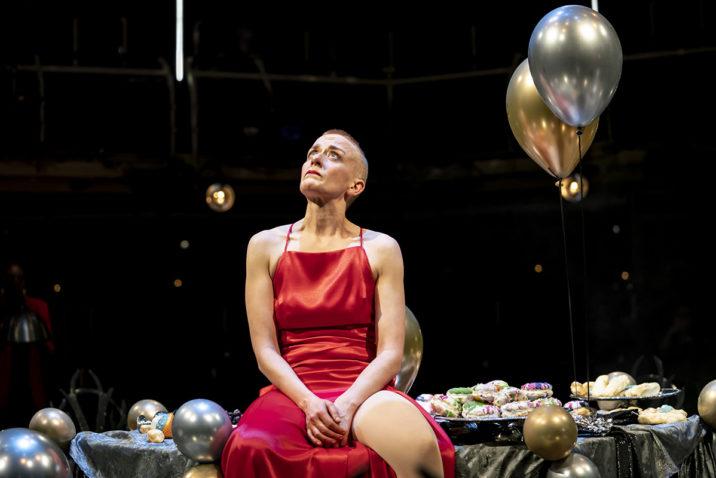 Lucy Ellinson as Macbeth. Credit: Johan-Persson
