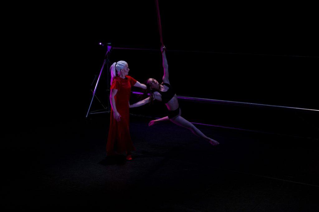 Lola contemporary circus © Heidi Honka