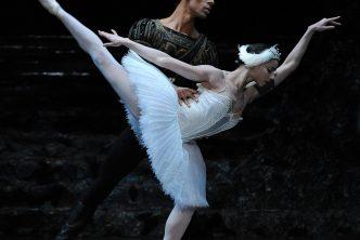 Céline Gittens as Odette and Tyrone Singleton as Prince Siegfried; photo: Roy Smiljanic