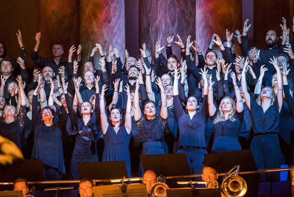 The Chorus of Opera North in Turandot. Photo credit Tristram Kenton
