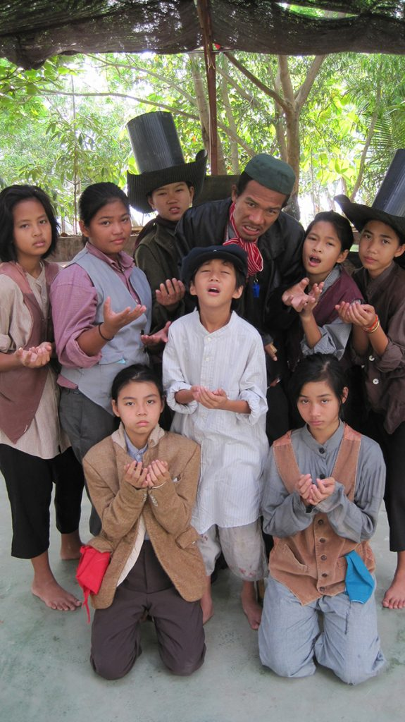 Moradokmai Theatre Community from Thailand: Oliver Twist